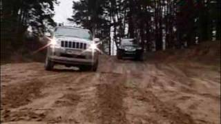 VW Touareg vs Jeep Grand Cherokee : pojedynek na poligonie moto24tv // Duel on training area