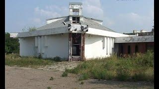 В заброшенном здании в центре Крымска подростки занимаются совсем не детскими делами.
