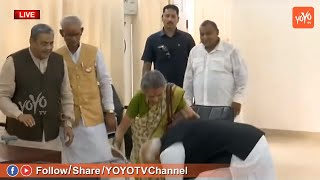 PM MODI Touches Old Women Feet Before Nomination | Varanasi | Lok Sabha Elections 2019 | YOYO TV