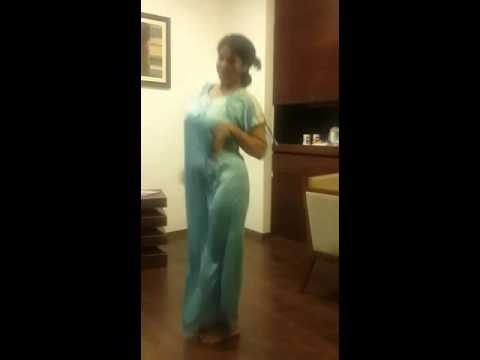 malayali aunty hot dance No1 thumbnail