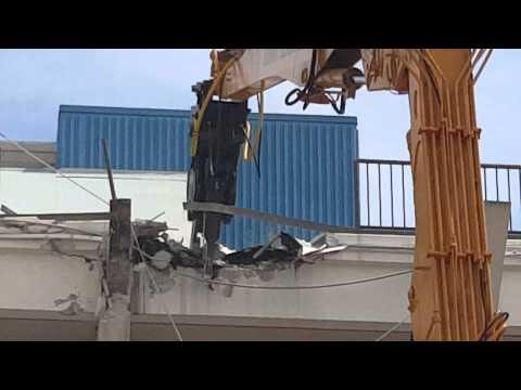 945 Liebherr Excavator job at St. Petersburg pier