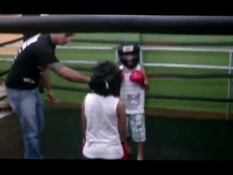 Combate Boxer 30.07.2011 Academia Vida e Cia (Wesley vs Ryan).wmv