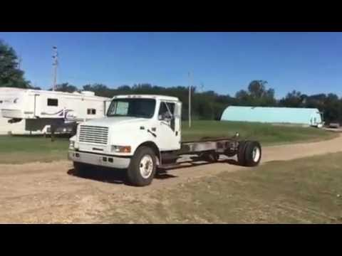 2001 Navistar International 4700 DT466E Truck Chassis