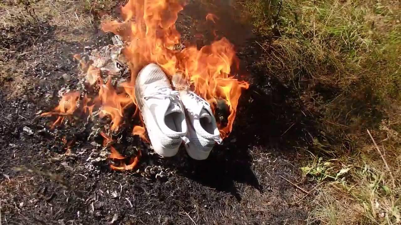 Firmar marcador Bañera  Women's Nike shoes in the fire! - YouTube