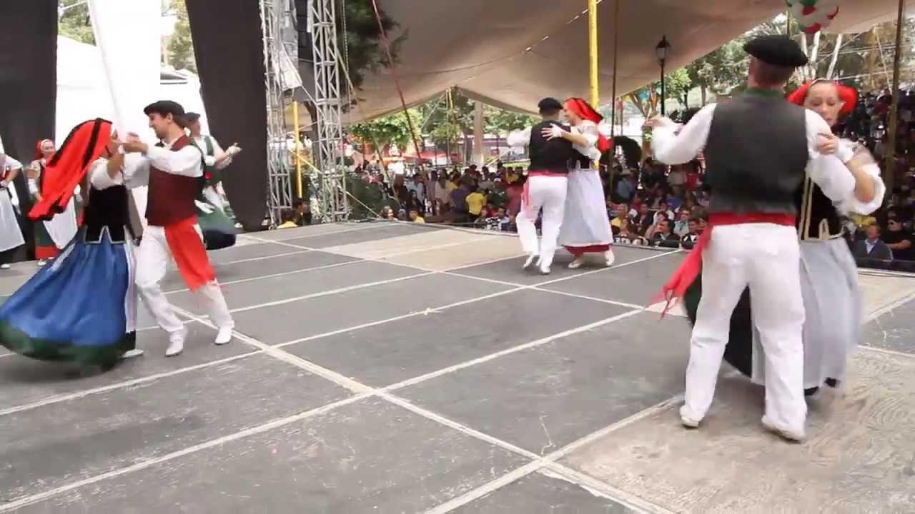 Francia festival internacional de folklore youtube for Entrantes tipicos franceses