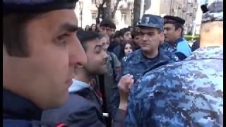 Վանաձորցի ցուցարարները փորձել են փողոցներ փակել եւ հանդիպել են ոստիկանության դիմադրությանը: