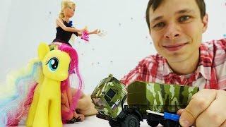 Фёдор собирает Камаз. Мультик про машинки для мальчиков