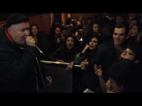 "Volker Frank in der Karaoke Bar ""Thai Oase"" in Hamburg"