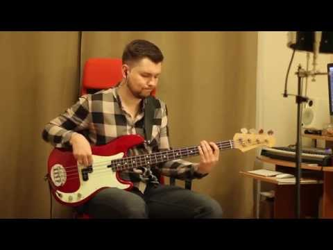 Soul groove on P-bass with flats