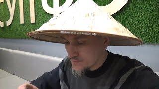 Встреча двух блогеров в кафе вьетнамской кухни