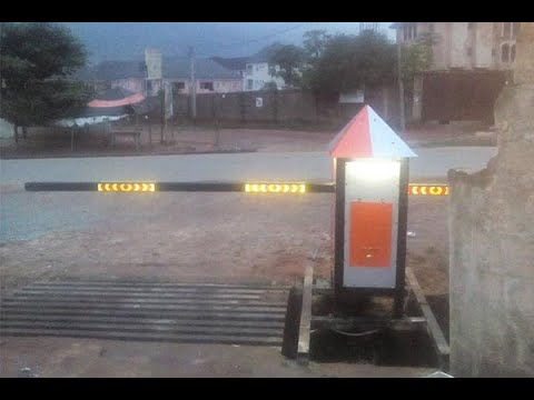 Man Builds Remote Controlled Gate For His Street In Owerri
