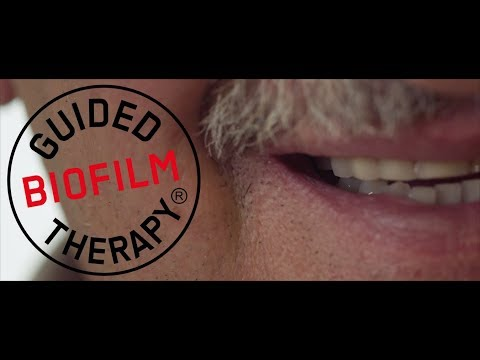 Professional teeth cleaning for the elderly with the Guided Biofilm Therapy
