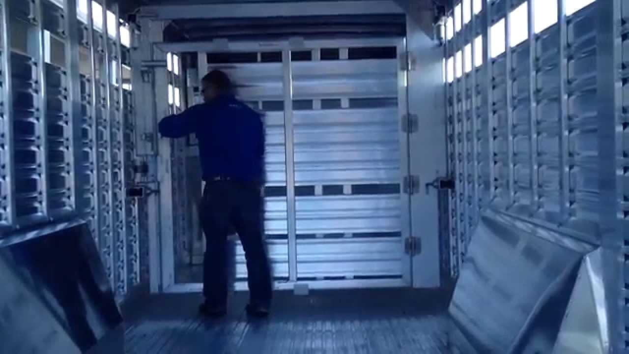 Featherlite Livestock Trailer Sliding Center Gate Youtube