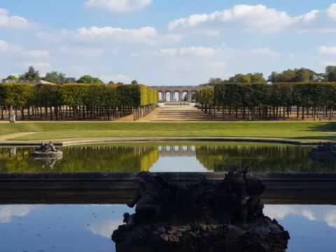 Avions sur le Château de Versailles