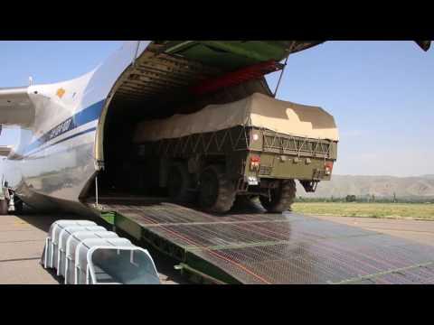 Разгрузка искандеров в Таджикистане