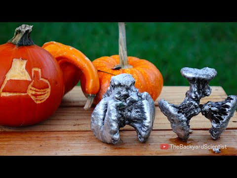 Thumbnail: Pouring molten Aluminum into a Pumpkin (cooled with liquid nitrogen!!!)