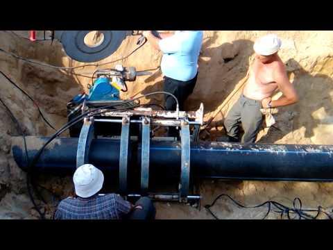 Сварка в стык полиэтиленовой трубы диаметром 400 мм аппаратом Georg Fischer (+GF+)