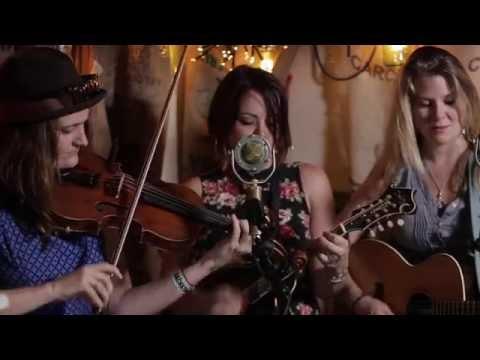 Della Mae - Sleep With One Eye Open (Live @Pickathon 2014)