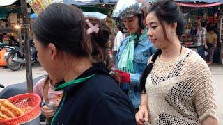 Street Food At Phnom Penh City | Fried Freshwater Shrimp With Rice Flour