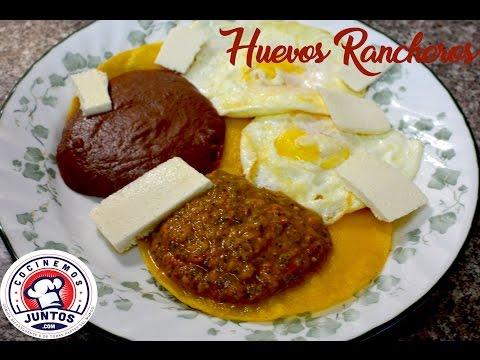 Huevos rancheros en salsa picante. En vivo - comida mexicana
