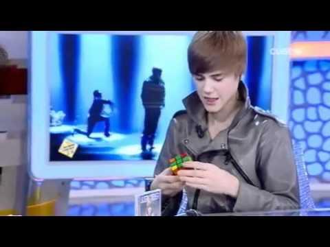 Justin Bieber Solves Rubiks Cube Youtube