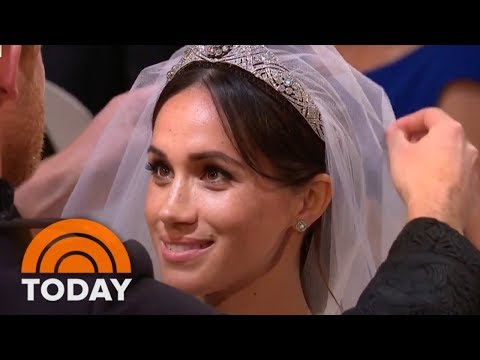Royal Wedding: Prince Harry Lifts Meghan Markle's Veil | TOD