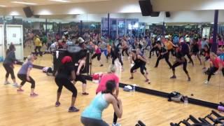 Toning zumba squat lunge song- Pegaito A La Pared