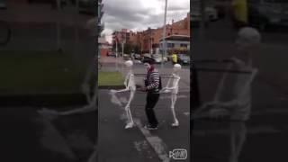 Как двигается скелет человака