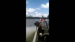 Barco Com Motor de Caminhão.Engenharia Perfeita. inscreva-se no canal vai nos ajudar muito. thumbnail