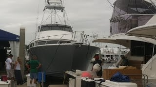Viking Yacht 82 EB in a Tight Spot - Ft Lauderdale Boat Show 2013 - Move Out