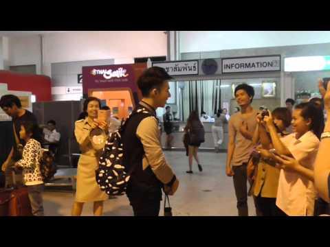 ตั้ม วราวุธ ขากลับ งานทูบีนัมเบอร์วัน @สนามบินขอนแก่น 28.12.2015