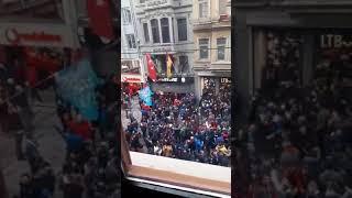 Trabzonspor taraftarı Gs Store önünden geçerken müziğe ses verildi ve taraftarımıza laf atıldı