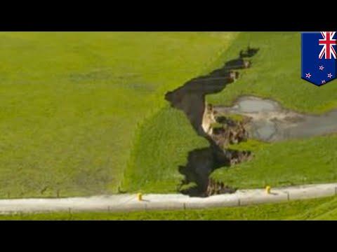 Massive sinkhole opens up in New Zealand - TomoNews