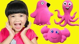 Hana Learns Animals Names with Pink Kinetic Sand
