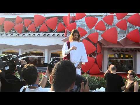 Gesù compare al Festival del Cinema di Venezia.