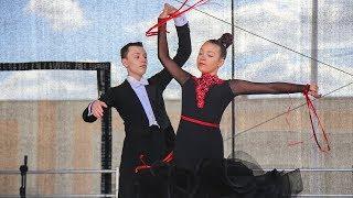 Festyn spółdzielczy - pokaz tańca w wykonaniu par turniejowych Atria
