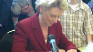 Governor Gregoire Signs Domestic Partnership Expansion in Washington State (May 18, 2009)