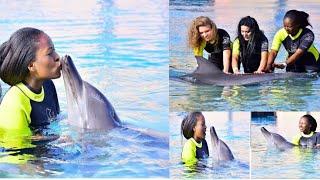 Wasu hotunan Nafisat Abdullahi da tayi tare da dolphins sun dauki hankula