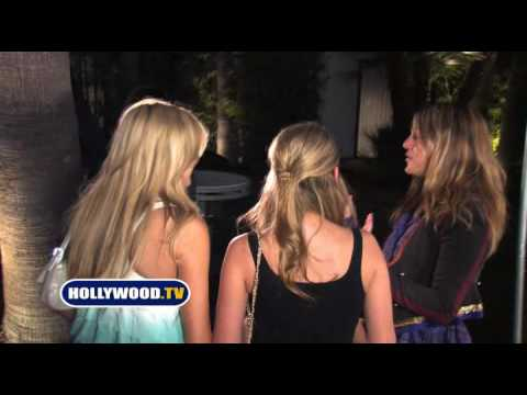 Stephanie Pratt And Lo Hang Out At Hotel Roosevelt
