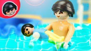 Kunos ERSTE Schwimmstunde! Playmobil Polizei Film - KARLCHEN KNACK #193