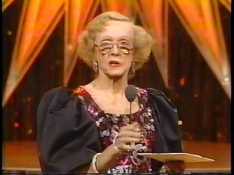 Thumbnail: Bette Davis Introduces Best Picture Winner At The 1986 Golden Globes