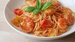 Spaghetti mit Tomaten Sahne Sauce & Garnelen || Pasta with Tomato Cream Sauce & Prawns || [ENG SUBS]