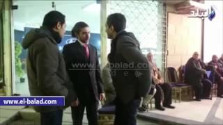 بالفيديو والصور.. عمرو واكد يؤدى واجب العزاء فى المخرج سعيد مرزوق