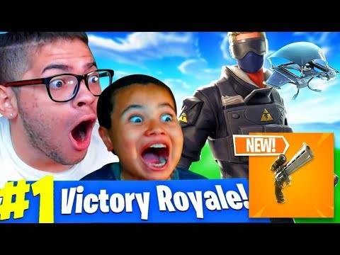 *NEW* SCOPED REVOLVER GAMEPLAY IN FORTNITE BATTLE ROYALE!! 10 YEAR OLD SQUEAKER BEATS EVERYONE!!! thumbnail