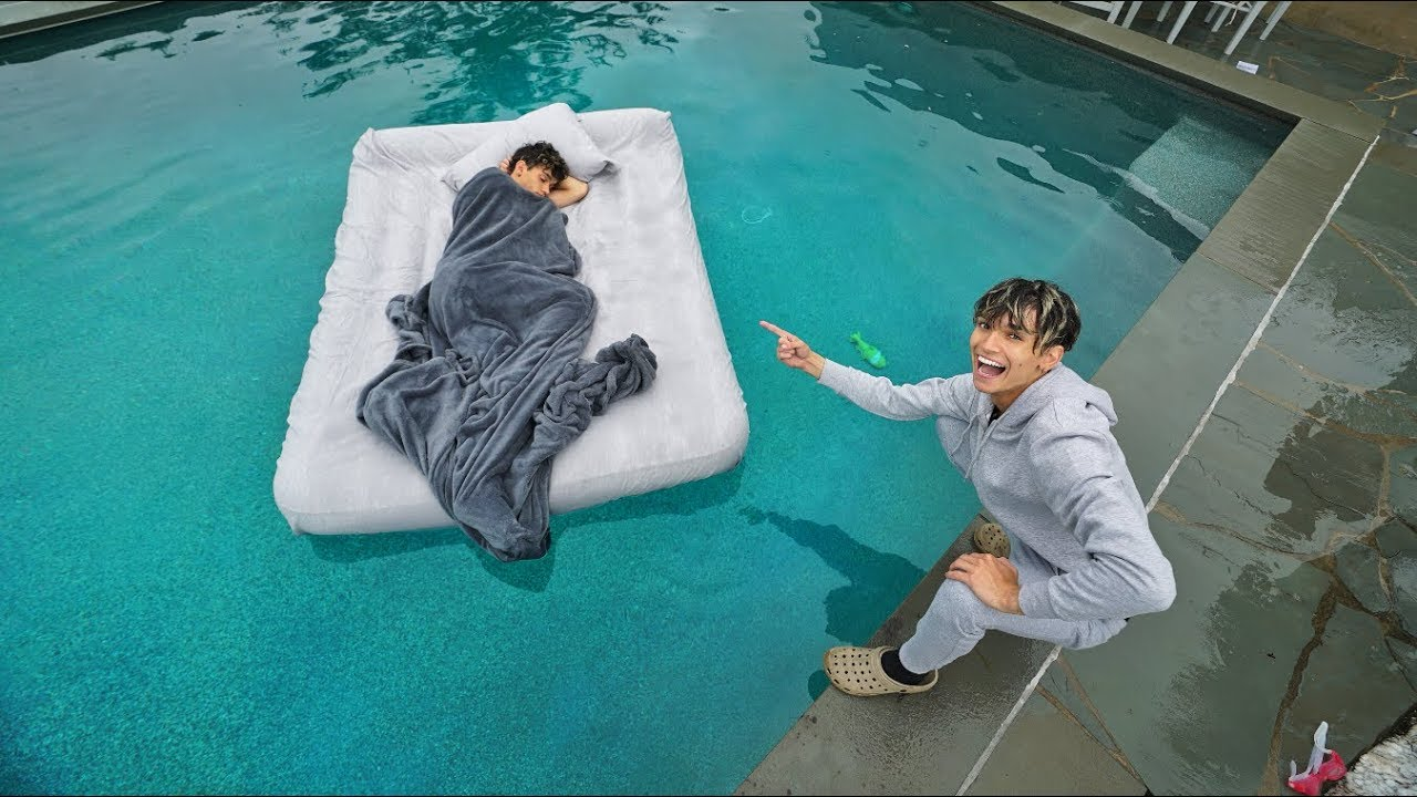 twin-brother-wakes-up-in-swimming-pool-prank