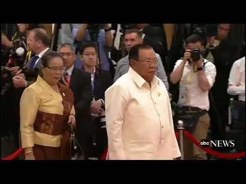 Khoảnh khắc Apec #5: Đón Chủ tịch Lào Bounnhang Vorachith và phu nhân