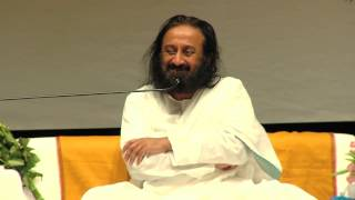 Why do our mind get attracted to negativity? Extract of talk given by Sri Sri Ravi Shankar