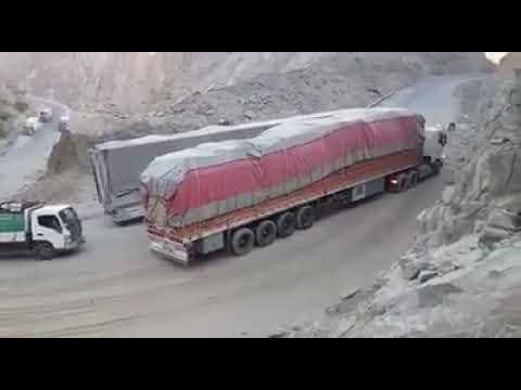 صعوبة طلوع الشاحنات في المناقل مارب اليمن 🇾🇪