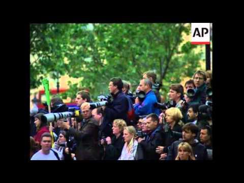 UK: LONDON: PAUL MCCARTNEY LEADS TRIBUTES TO WIFE LINDA