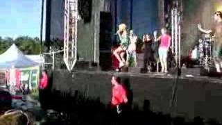 Ich Chrissi und Sarah Connor auf der Bühne zu Make U High